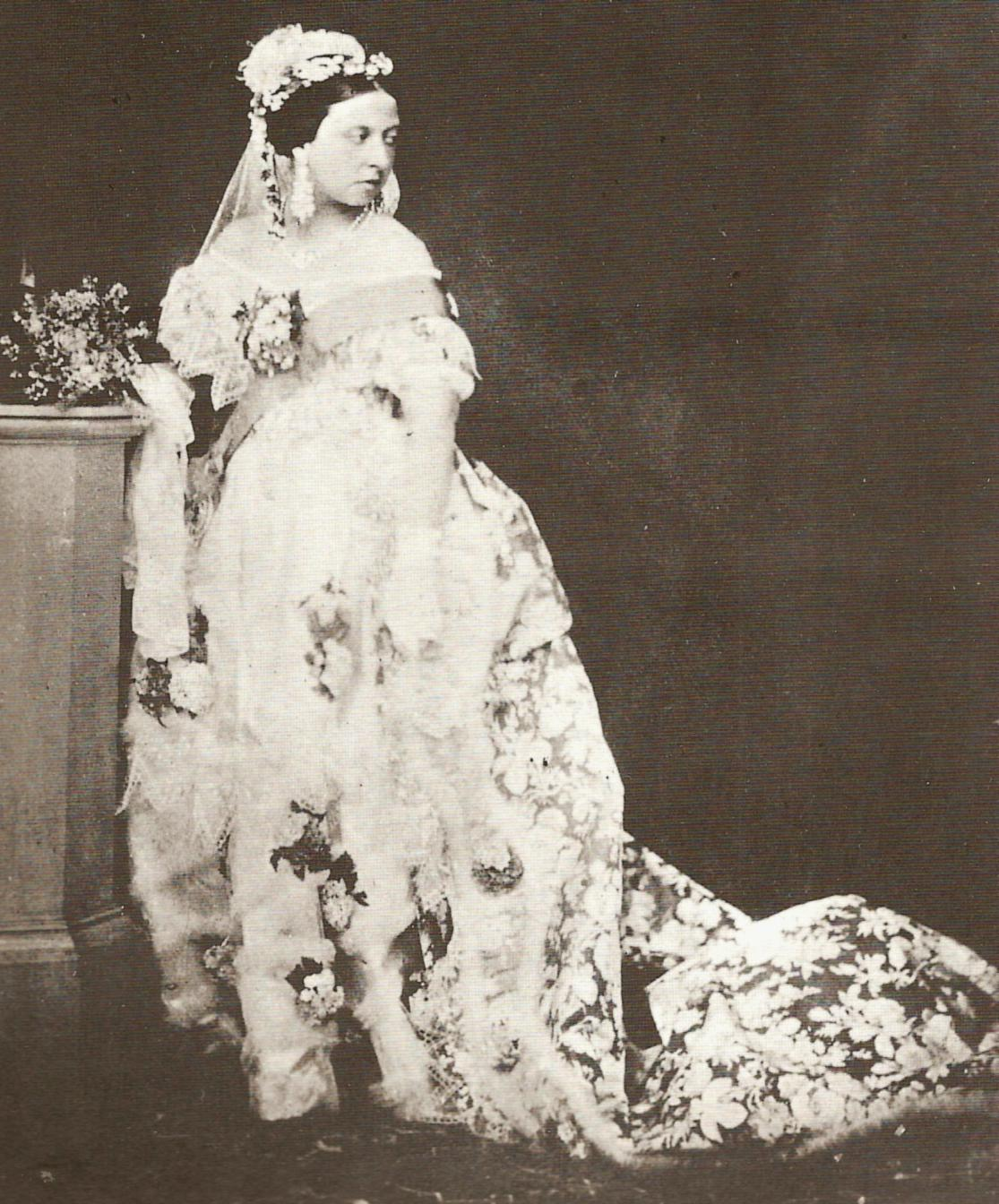 IMG_queen-victoria-white-wedding-dress