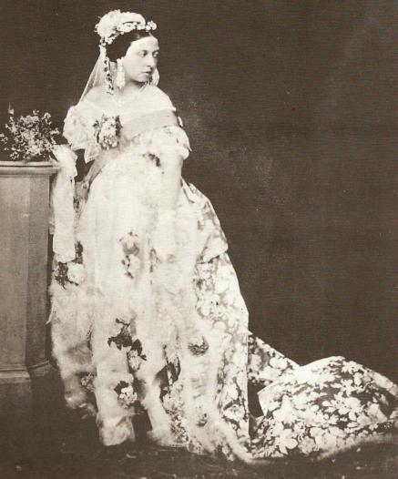 IMG_queen-victoria-white-wedding-dress