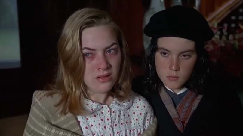 Screenshot of Heavenly Creatures (1994).