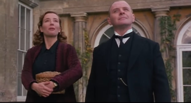 Screenshot of Remains of the Day (1993). Emma Thompson and Anthony Hopkins walking through the courtyard.